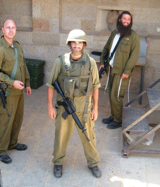 Israeli soldiers guarding Kever Rochel in Bethlehem, both secular and charedi